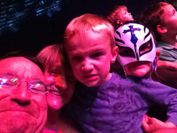 031 Wrasslin Family Selfie