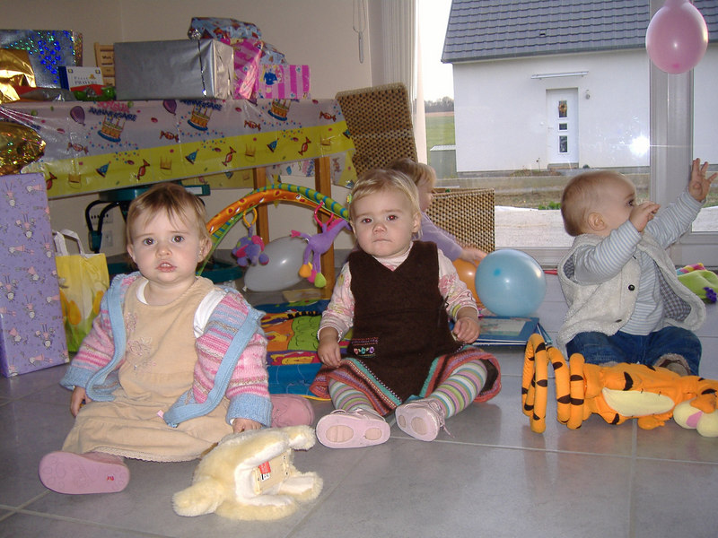 We tried to get a picture of the four babies (Ciara, Sophie, Jack & Anna) all together, 2 1/2 out of 4 ain't bad!