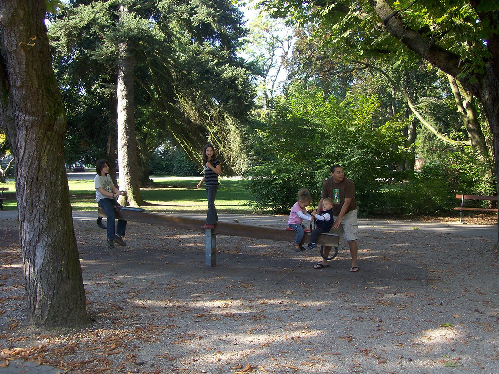 The Benedicts have moved back to Basel & we enjoyed a beautiful autumn morning in Schutzenmattpark