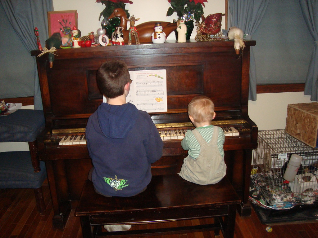 Liam & Danny 'treating' us to a nice duet on the piano