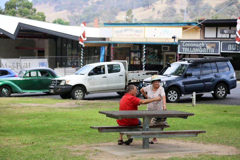 Australian landscapes and scenes -  Murray, Lake Hume region.   John & Brenda Gibbs at Tallangatta.
