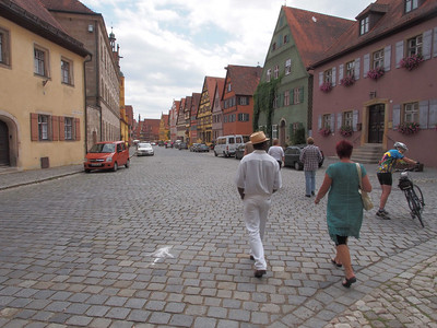 entering Dinkelsbuhl