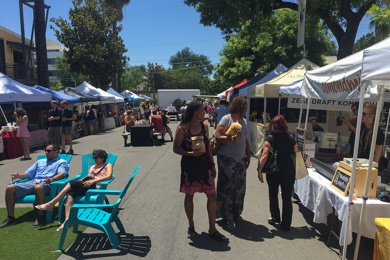 Foodie things to do in Sacramento: Visit the Sacramento Midtown Farmers Market