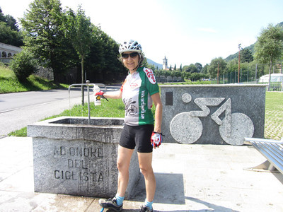 A fountain and sculpture dedicated to cyclists along Lake Como: Day 5