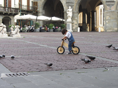 Learning to balance in the square in Bergamo: Day 7