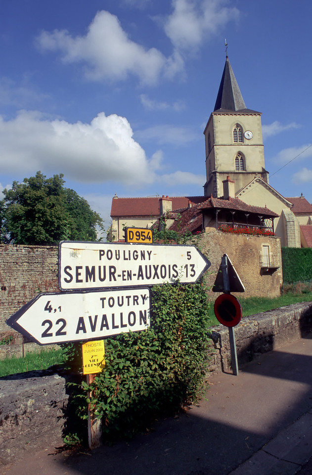 Sign towards Semur