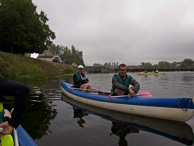 Day 4: Setting out on canoe near Chenonceau