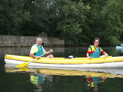 Enjoying Chenonceau in the canoe