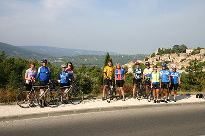 Linda, Dave, Jeanne, Susan, William, Kim, Linda, John, Jeannie, Frank and Bob (left to right) on their way to Bonnieux