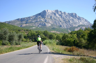 Kim cruises towards the Montagne Sainte Victoire