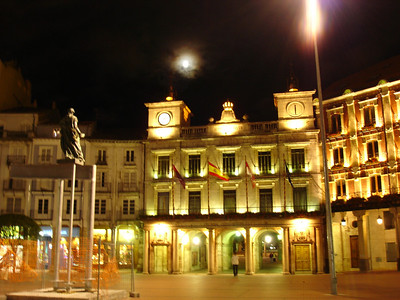 the Plaza Mayor in Burgos at night