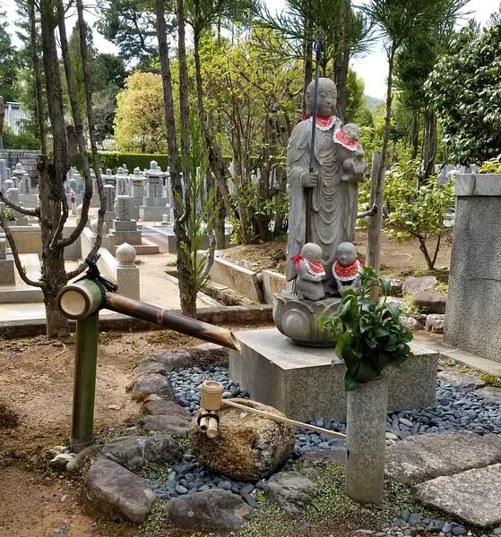 Adorned statuary
