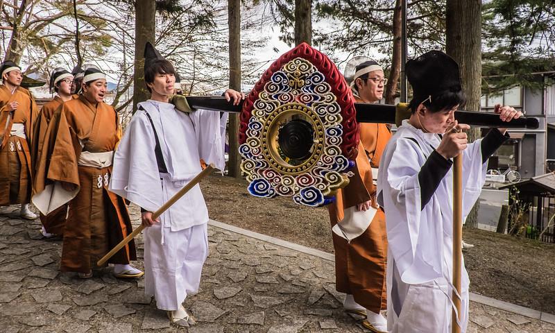 Elaborate gong