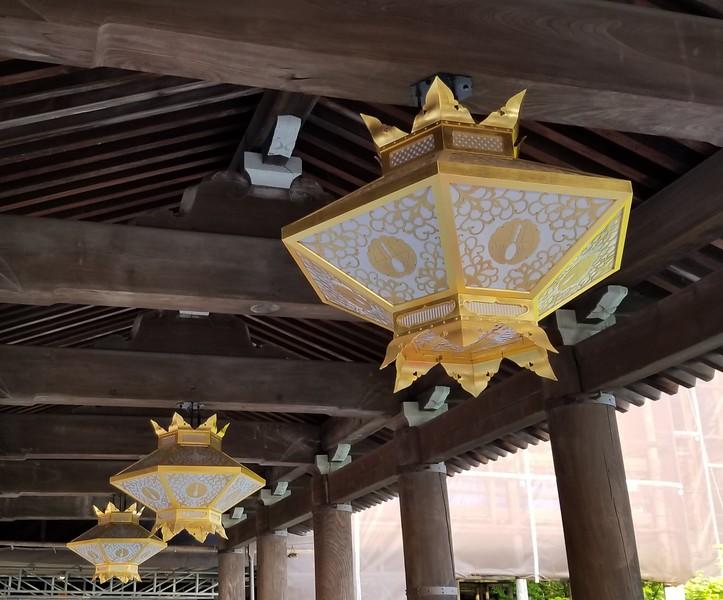 Elaborate light fixtures