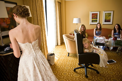 Sarah, Stephanie, Liora, and Laura look on as Emily gets ready at the hotel - Washington, DC ... April 26, 2008 ... Photo by Holland Photo Arts