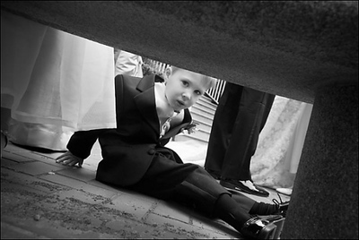Sneaking a peek under the bench - Washington, DC ... April 26, 2008 ... Photo by Holland Photo Arts (www.hollandphotoarts.com)