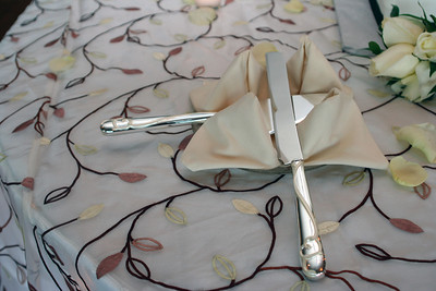 Cake serving set - love the table linen!!