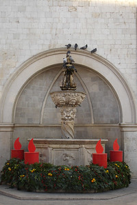 Pigeons went crazy for this fountain on the square. Note the Christmas decoratıons...