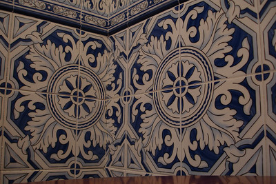 This style of tile is very common in the buildings in Sevilla
