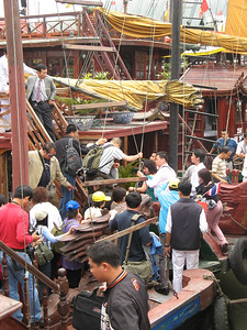 The Chaos of boarding and unboarding the boats in Halong harbor