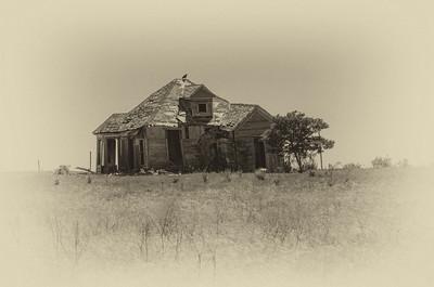 Abandoned home near Buckholts, TX
