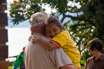 More hugs!  How can you not fall for these kids!  Who is ministering to whom? Guatemala Mission Trip - Day 3 -  Sunday, November 11, 2007