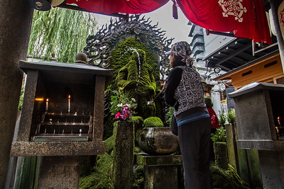 Myung @ Hozenji Temple