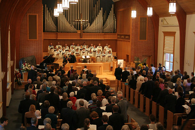 The choir leads the congregation in worship. photo taken 9/2/2006 at the funeral for Pastor Smoot.