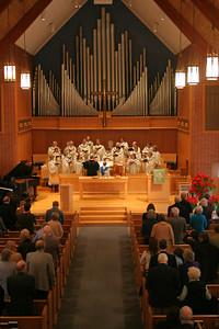 Chancel Choir singing at a 10:00 service photo taken 1/2007.