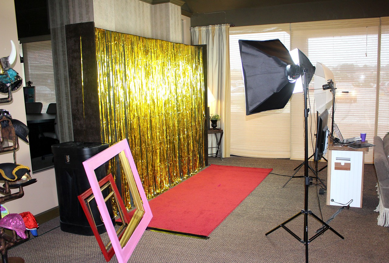The Looking Glass Photo Booths Red Carpet Wedding