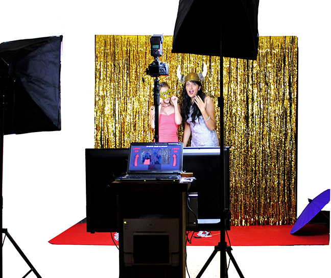 The Looking Glass Photo Booths Red Carpet