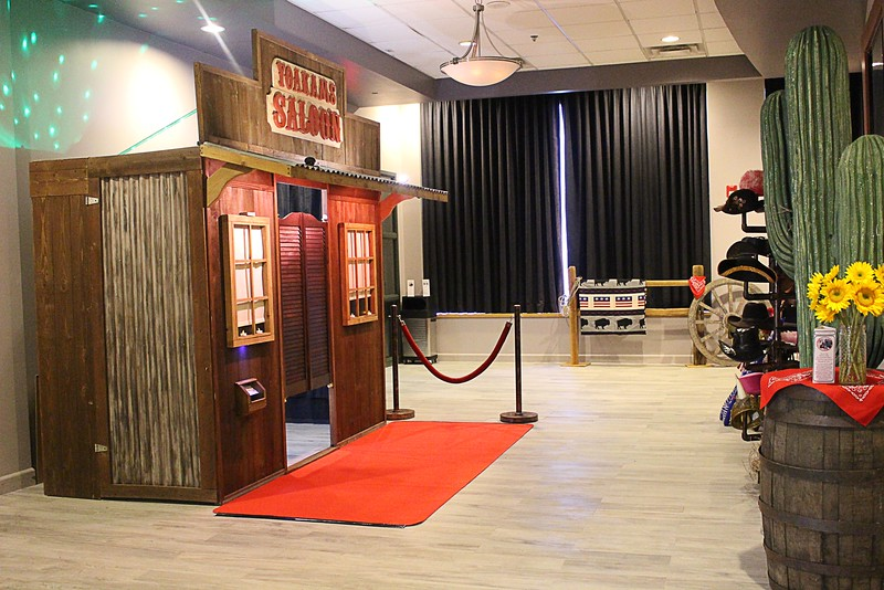 The Looking Glass Photo Booths Saloon Uptown Theater  https://thelookingglassphotobooths.com/