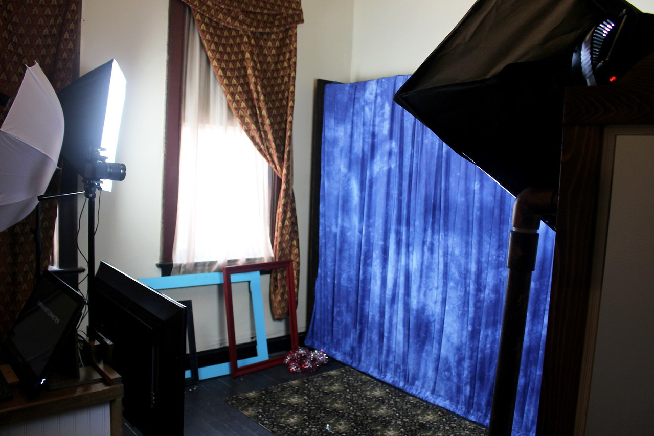 The Looking Glass Photo Booths Backdrop