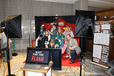 Art Deco Roaring 20's Red Carpet Photo BoothShoot  https://thelookingglassphotobooths.com/