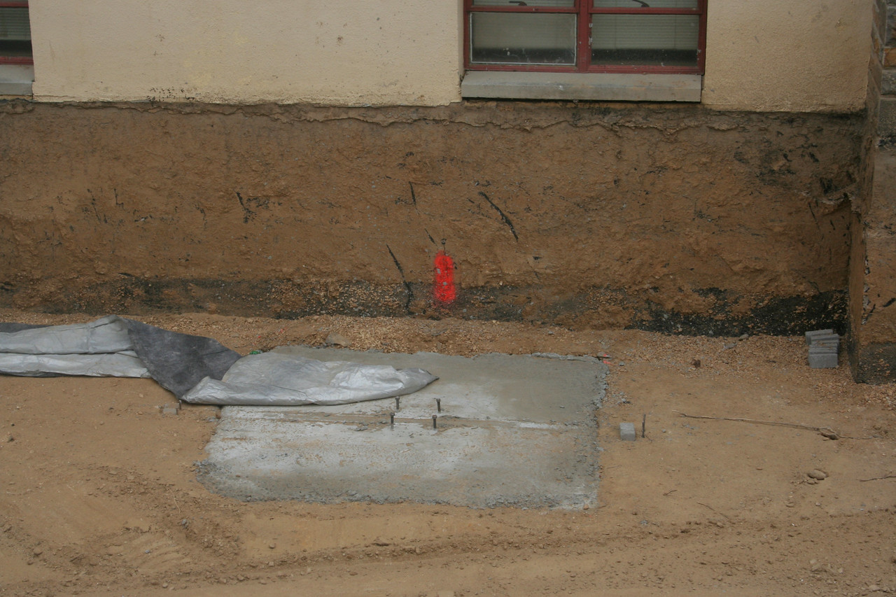 1/21/2007: The concrete footers in the courtyard have now cured.