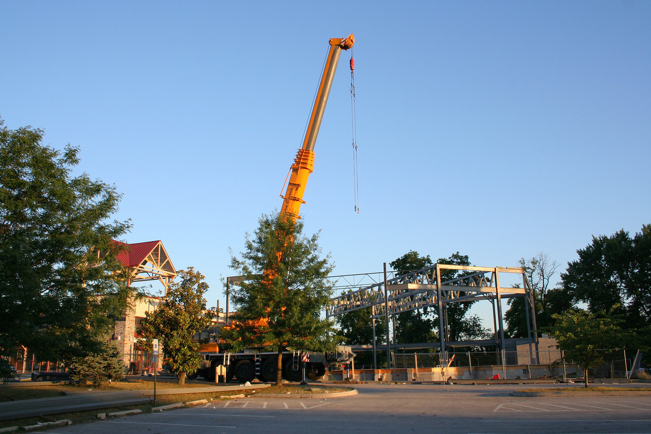 7/2/2007: worship center & crane