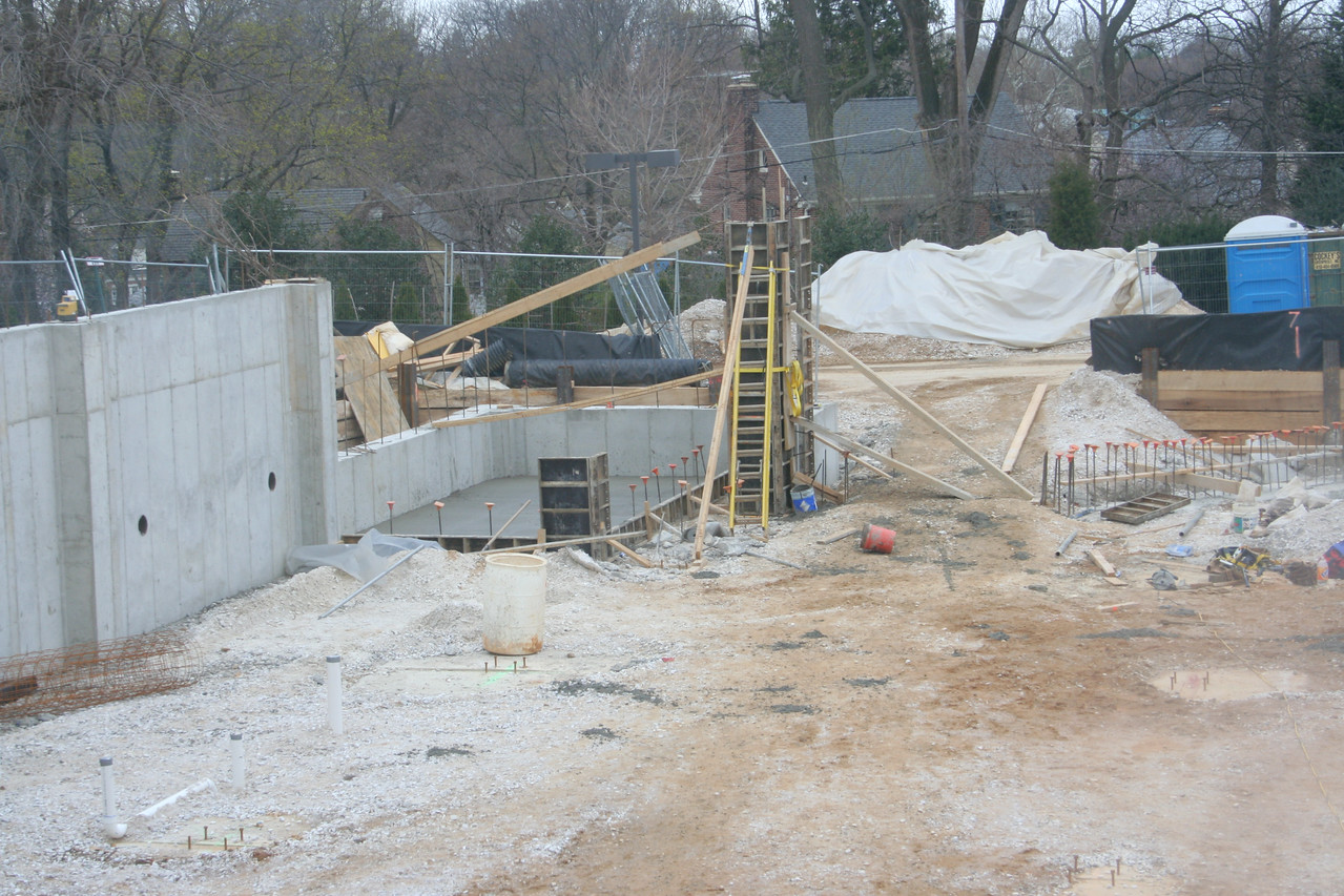 4/5/2007: building the corner entrance/stairway tower