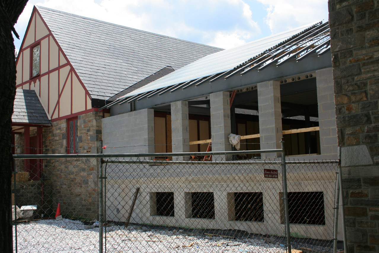 4/29/2007: courtyard building, roofing progress
