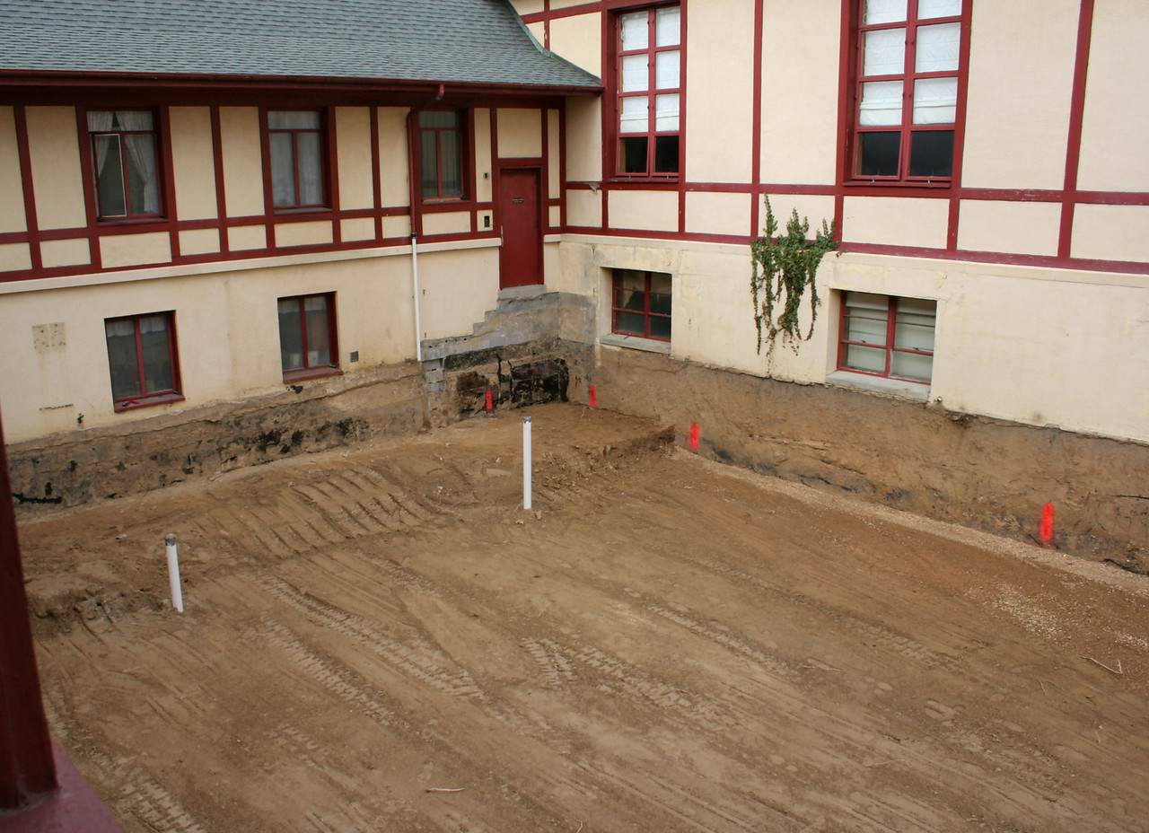 1/14/2007: the other end of the courtyard excavation