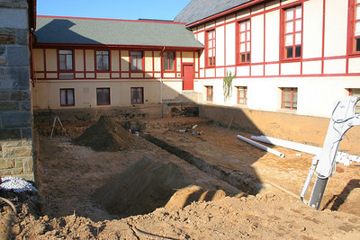 1/11/2007: Excavation in the front courtyard, pretty much finished.