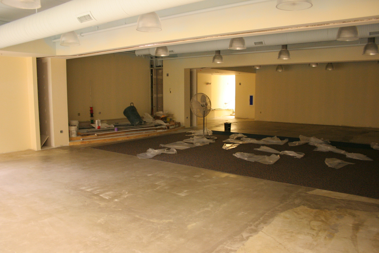 8/17/2007: courtyard portion - downstairs hallway, showing the children's ministry worship space
