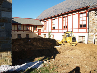 1/4/2007: excavation in the courtyard (the 'H') between the sanctuary and the loft. (York Rd side)