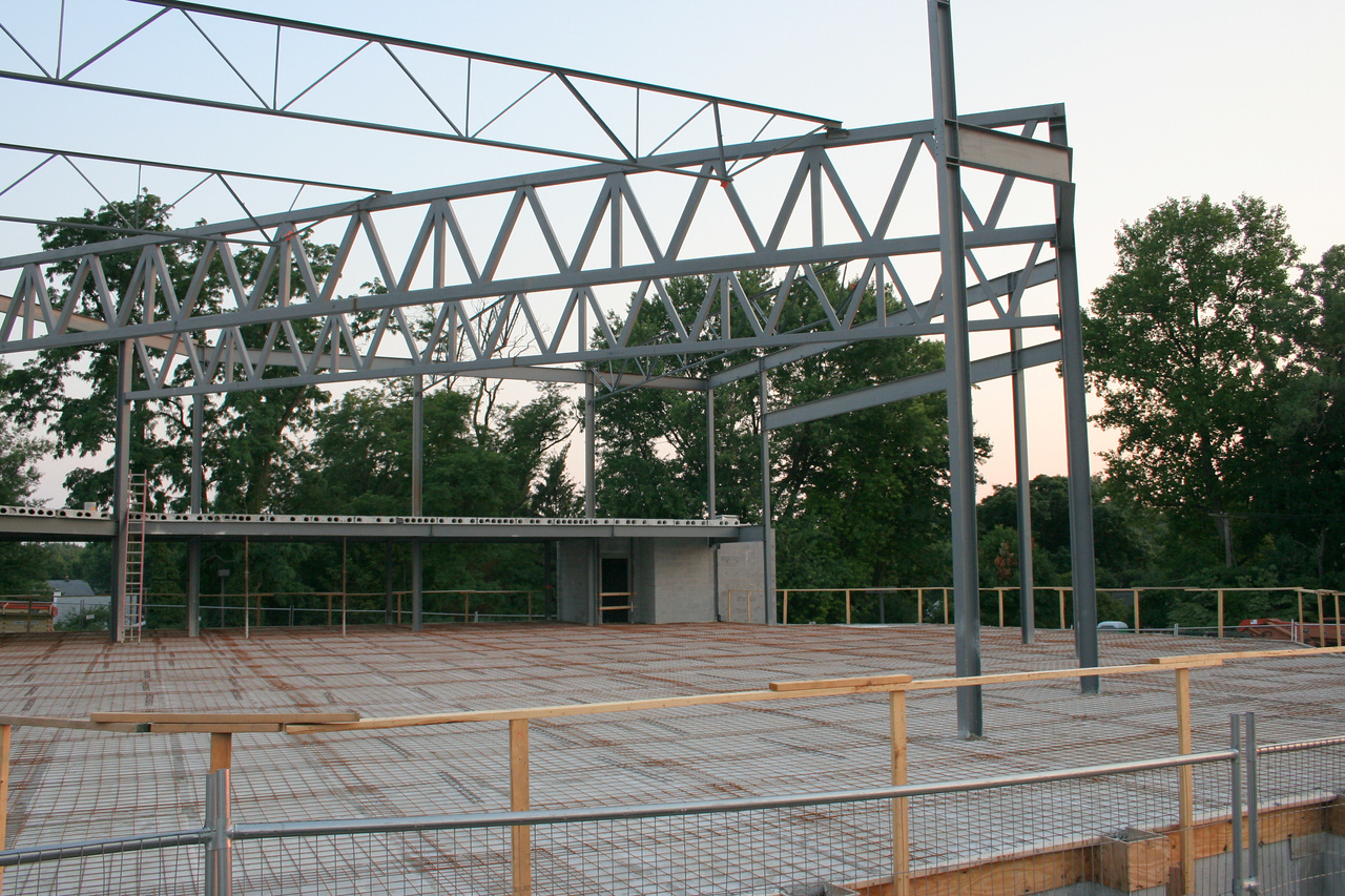 7/6/2007: showing steel girders for worship center.