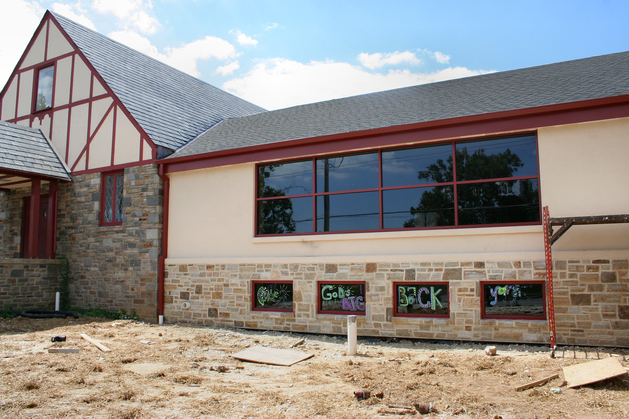 9/2/2007: You can see the front now that windows are installed, stonework is finished, stucco painted, etc.