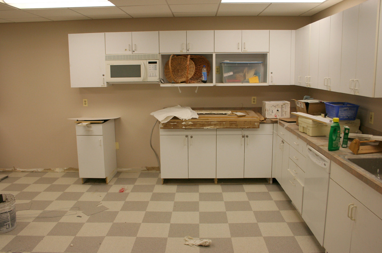 8/28/2007: the kitchen is still being rebuilt.  This shows half of it.
