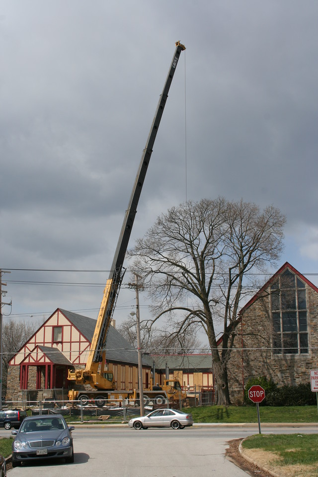 4/5/2007: crane lifting steel for the framework of the courtyard building