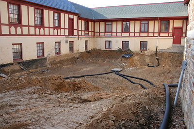 1/7/2007: Excavation in the front courtyard.