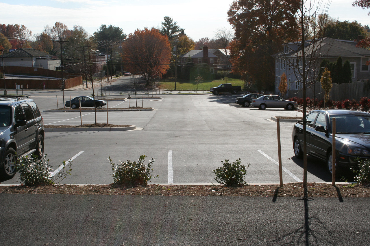 11/5/2006: The finished parking lot.