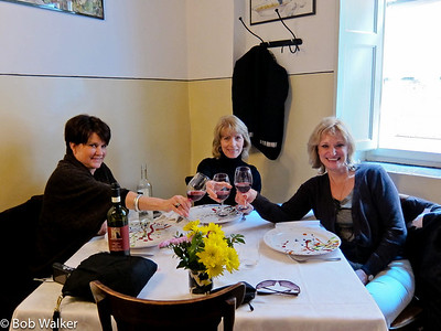 Mary, Denise and Michele enjoying lunch in Sienna