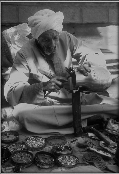DEHLI STREET WORKER by Rod Dixon